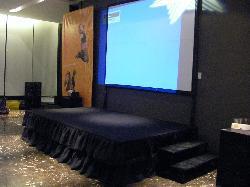Alquiler de tarimas de 3 x 3,6 x 60 cm de altura Alquiler de escenarios